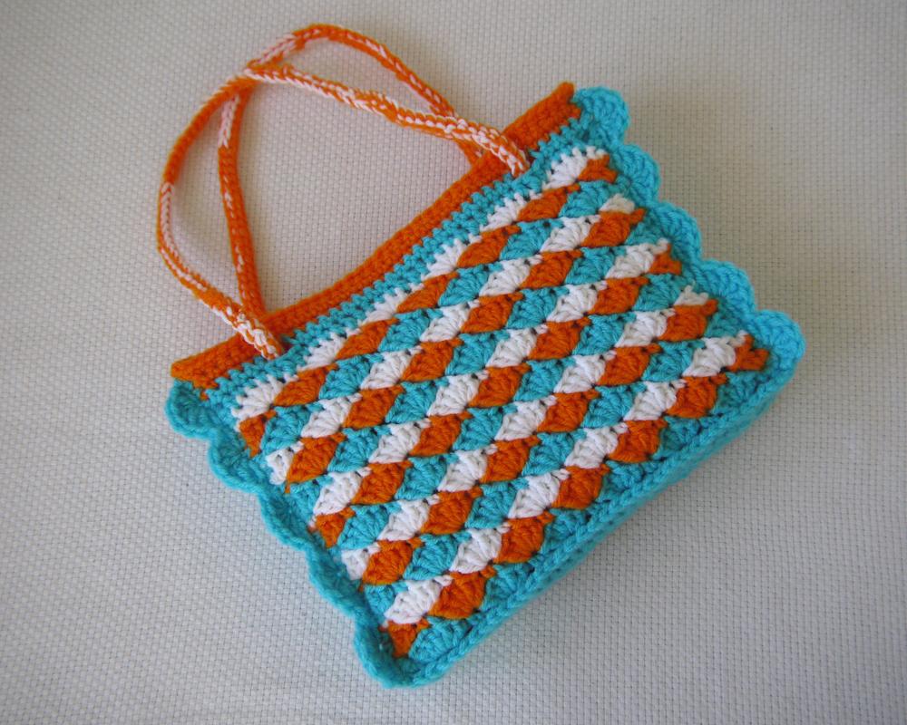 Free Crochet Shell Purse Pattern : Shells and Shells Mini Tote Crochet Pattern Speckless Blog